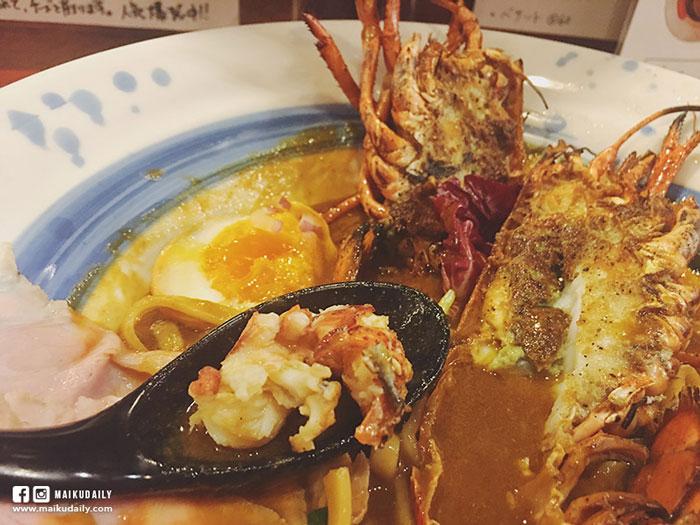 麵條是全小麥製作的粗麵,有東京美食 原隻龍蝦拉麵 海老丸らーめん 法式烹調超濃厚湯底 神保町嚼勁。